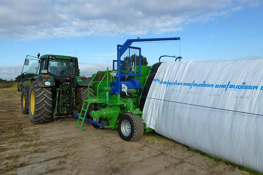 Schlauchpresse in Aktion, © BAG Budissa Agroservice