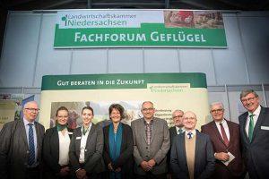 Referentinnen, Referenten und Veranstalter des Fachforums Geflügelmast am 22. Mai in Cloppenburg, © LWK Niedersachsen / Wolfgang Ehrecke