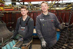 Die Claas-Azubis Felix Suer (links) und Jan Nahues, © Claas