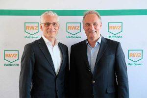 Christoph Kempkes (RWZ-Vorstandsvorsitzender, re.) und Martin Schuldt (RWZ-Vorstandsmitglied, li.) sind zufrieden mit den Entwicklungen der RWZ im vergangenen Geschäftsjahr, © RWZ
