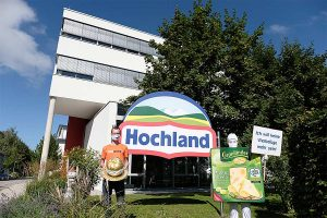 Aktion am Firmensitz von Hochland, © foodwatch