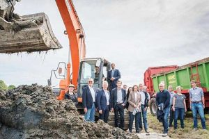 Die Projektbeteiligten wollen herausfinden, ob sich das Baggergut der Ems zur Bodenverbesserung von landwirtschaftlichen Nutzflächen eignet, © Wolfgang Ehrecke