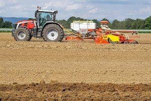 Optimale Saatbettbereitung mit Kreiselegge und Rückverfestigung durch großvolumigen Packer,  © Pöttinger